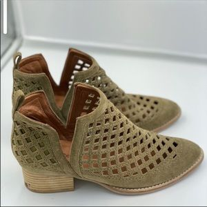 Jeffrey Campbell Taggart Booties Size 8.5